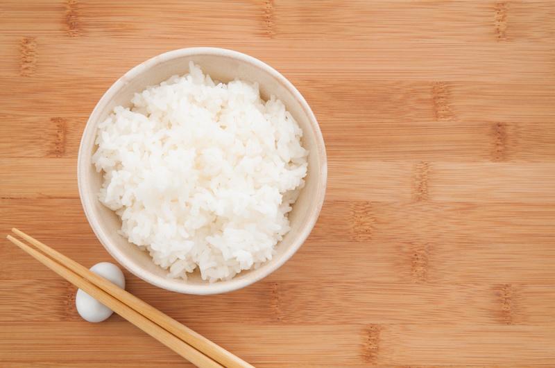お茶碗によそってある白米